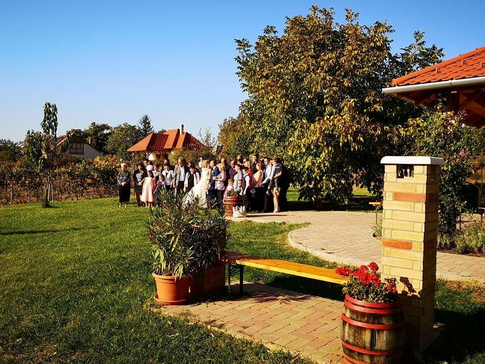 Enikő és István esküvője a KultPincében