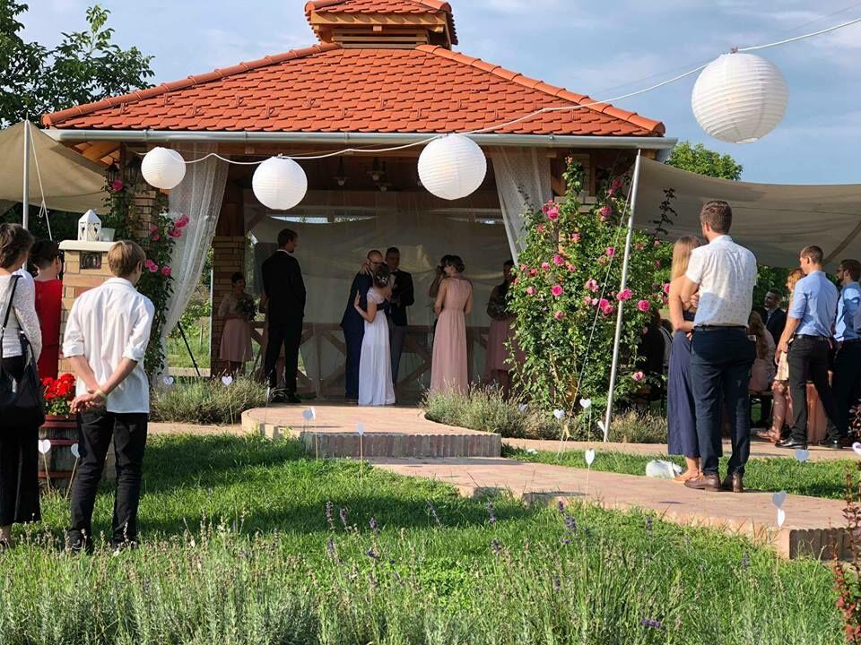 szabadtéri esküvő