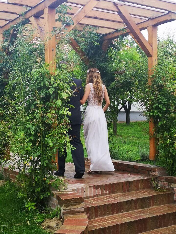 Szabadtéri esküvő egy esős napon