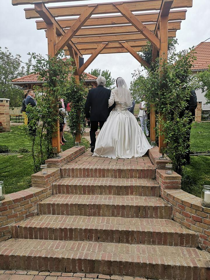 Zsófi és Zoli esküvője a KultPincében