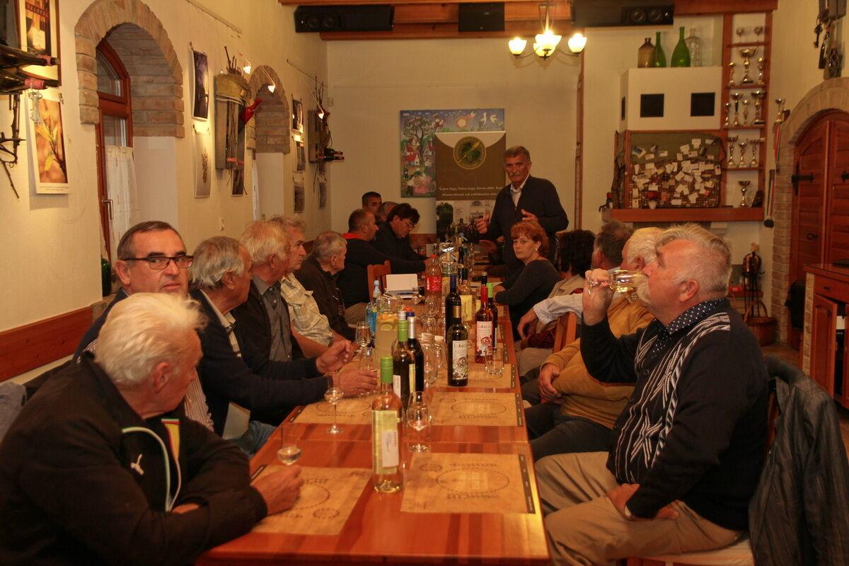 Monor Környéki Strázsa Borrend rendi gyűlése a KultPincében