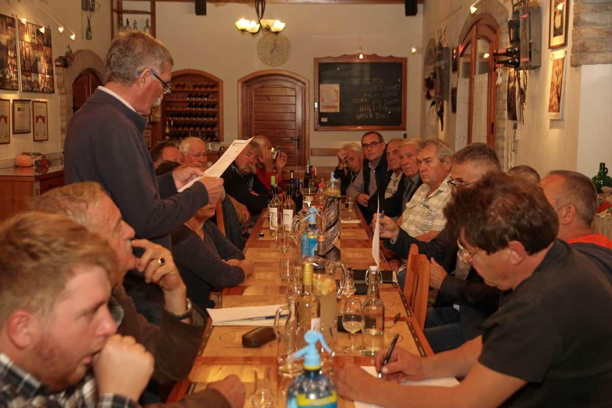 Borrendi rendi gyűlés a KultPincében