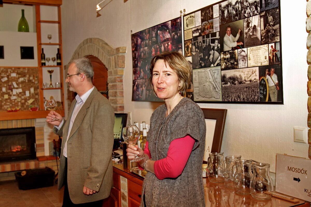 Nőnapi borest az A'Capella Szőlőbirtok boraival