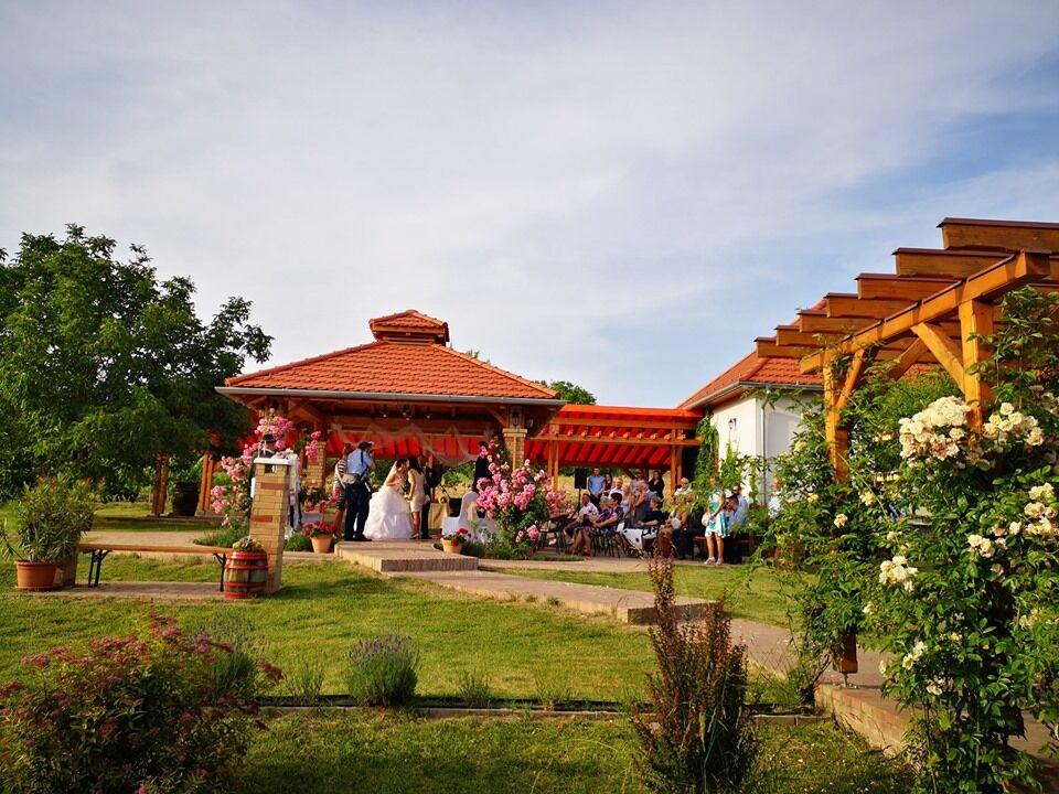 Pavilon, szabadtéri esküvő a KultPincében