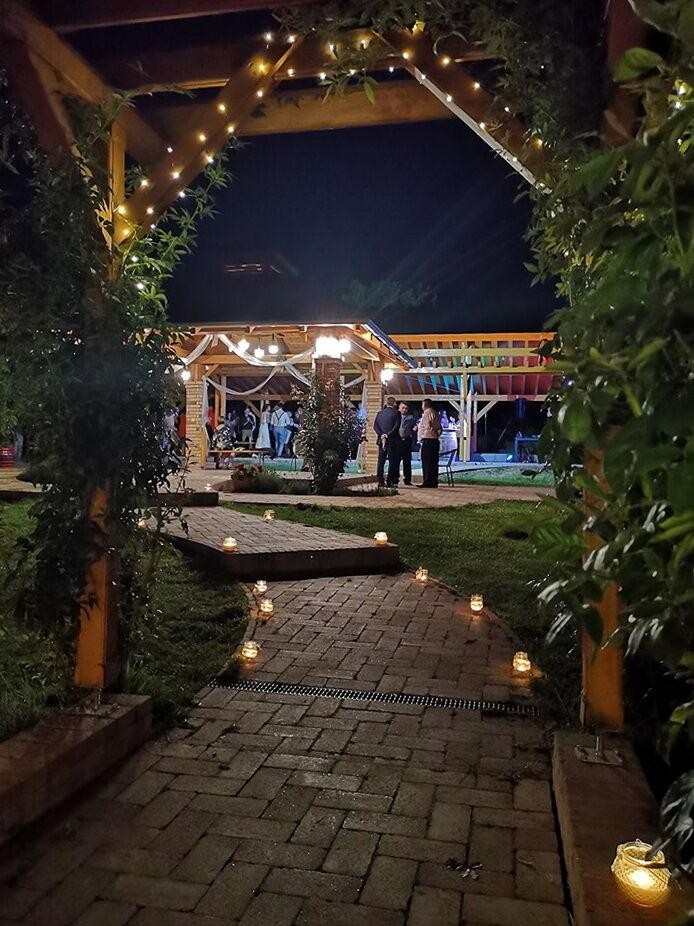 Szabadtéri esküvő a KultPincében