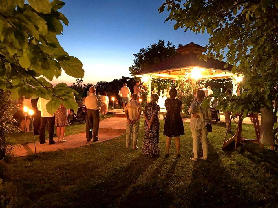 Pavilonok, szabadtéri esküvő a KultPincében