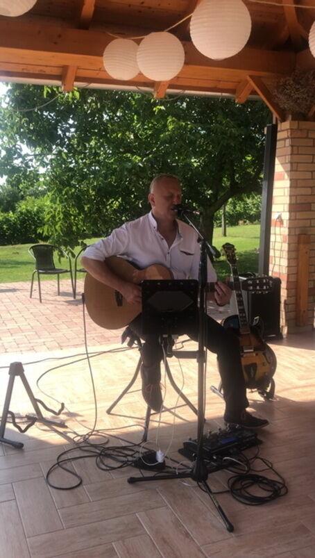 Esküvő gitárzenés vendégvárással a KultPincében