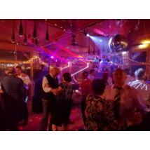 Szilveszteri vacsora és retro party a KultPincében