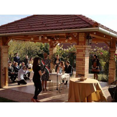 esküvő a kertben, esküvői helyszín, szabadtéri esküvő, rendezvényhelyszín a KultPincében